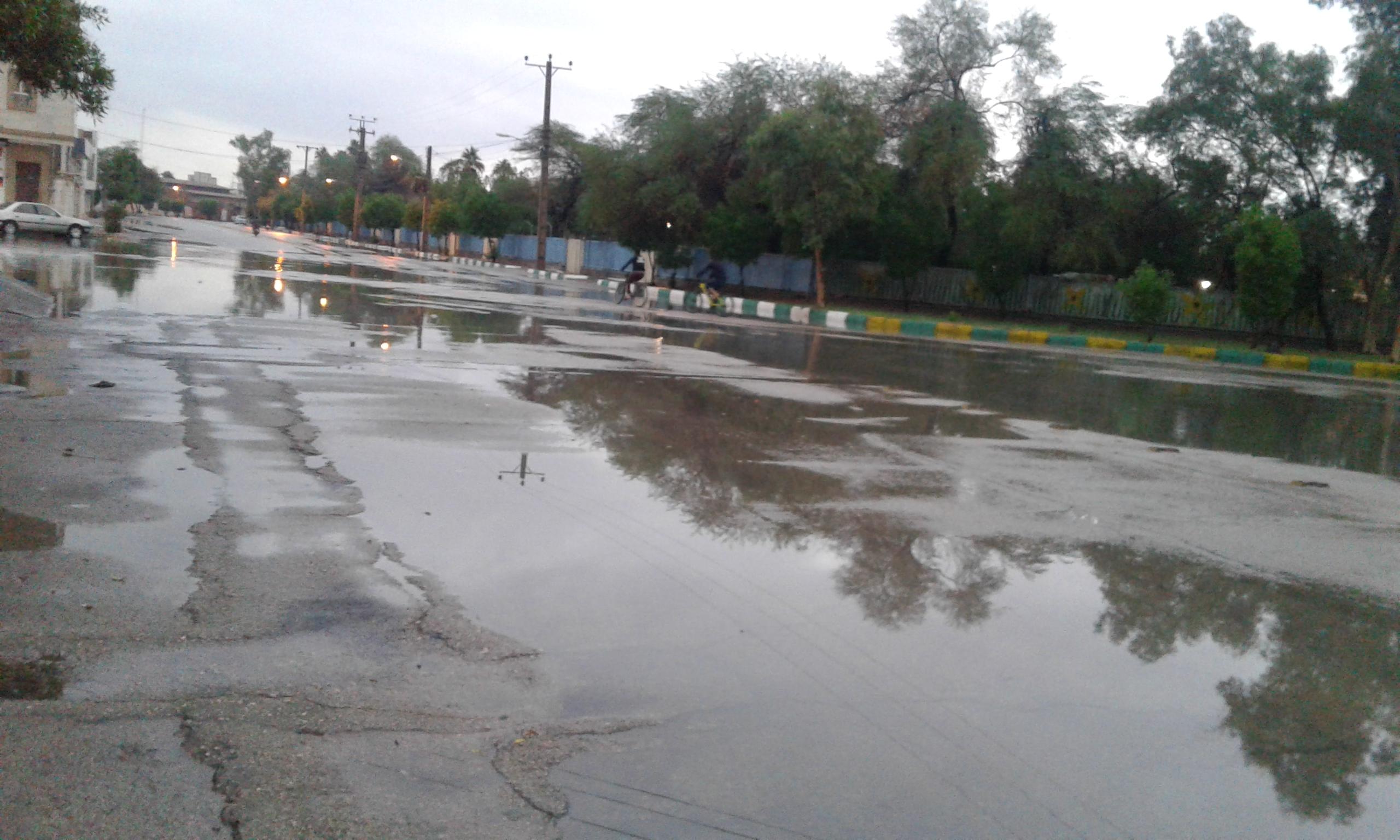 الأمطار تحول شوارع الأهواز إلى أنهار