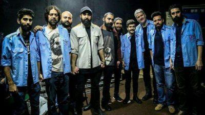مهدي يراحي و فريقه يرتدون زي عمال شركة فولاذ في إحدى حفلاتهم بمدينة الأهواز